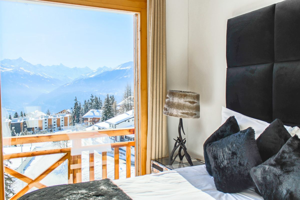 bedroom-view-chalet-benou-lodge-destinations