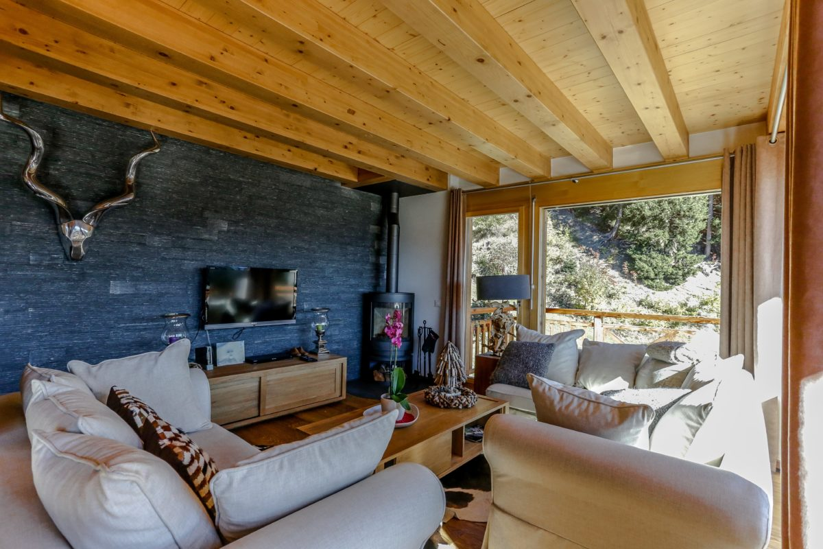 living-room-chalet-eugenie-lodge-destinations