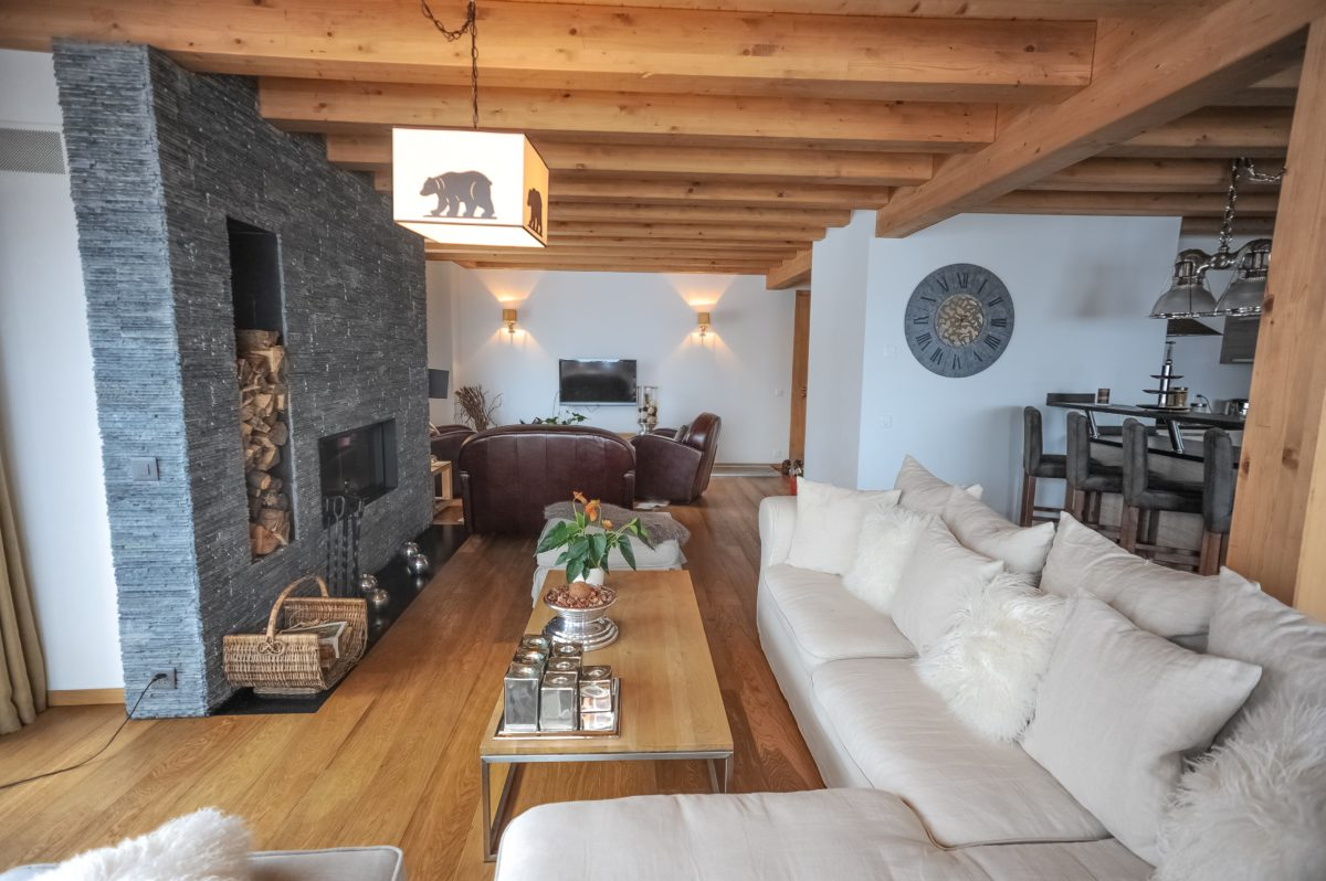 living-room4-chalet-renee-lodge-destinations