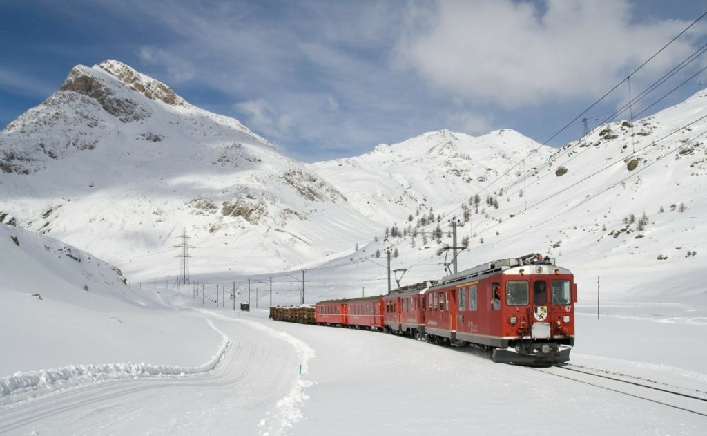mountain-railway-switzerland-lodge-destinations