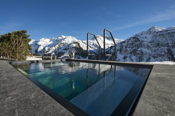 outdoor-hot-tub-uberhaus-lech-lodge-destinations