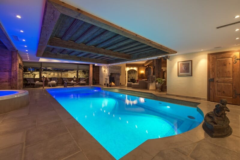 swimming-pool-area-chalet-makini-verbier-lodge-destinations