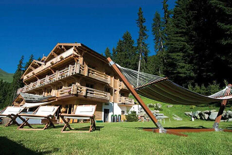 exterior-the-lodge-summer-lodge-destinations