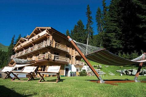 exterior-the-lodge-summer-lodge-destinations