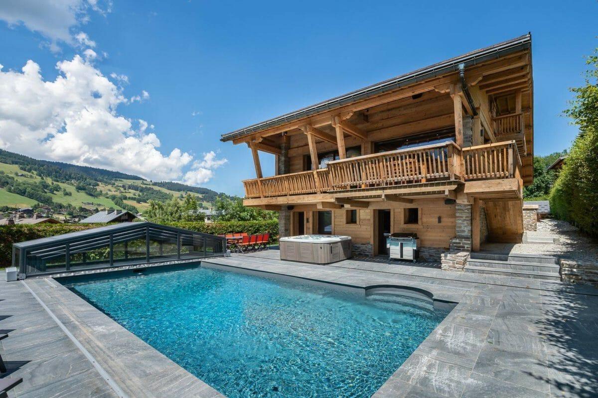 exterior-pool-chalet-lamartine-megeve-lodge-destinations
