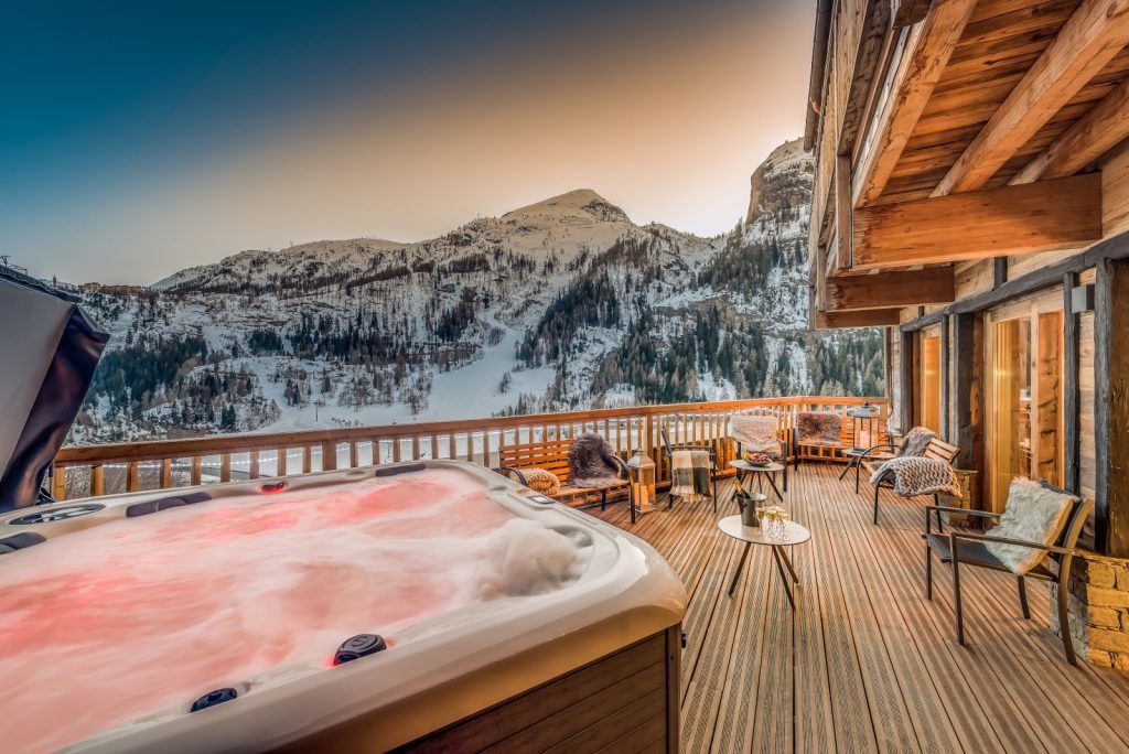 chalet babylon tignes outdoor hot tub night